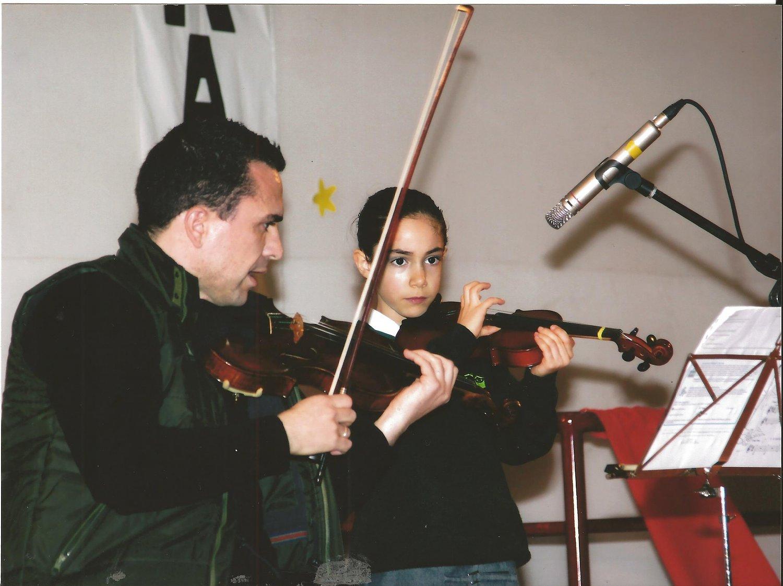 aulas-de-instrumentos-violino-guitarra-piano-bateria-g-concerto-de-natal-2014-59