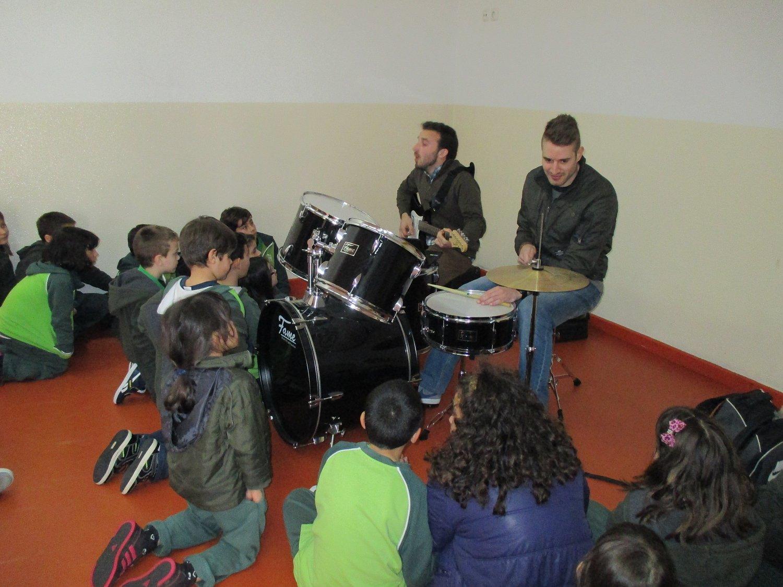 aulas-de-instrumentos-violino-guitarra-piano-bateria-g-img-0801-59
